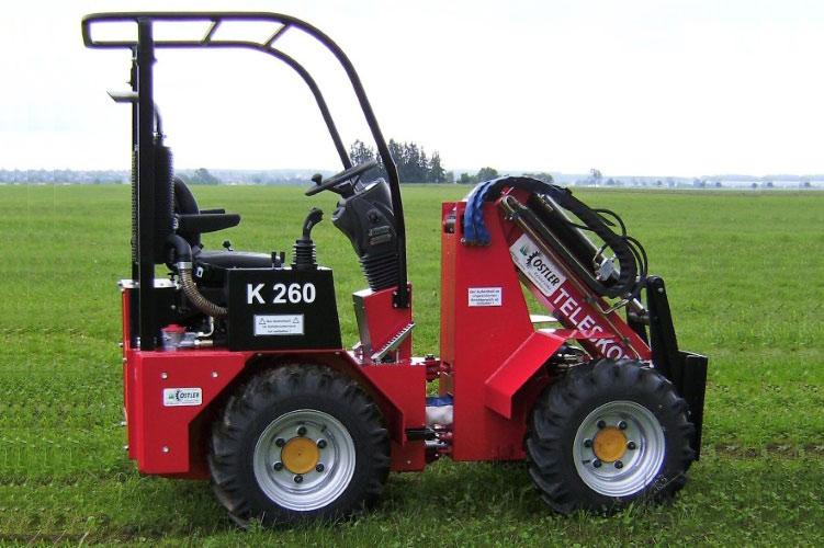 roter hoflader K260 auf grüner wiese