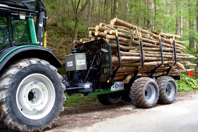 Ostler-RW6-Forstmaschine-mit-Anhaenger