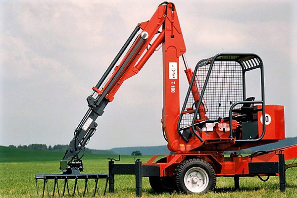 red hydraulic loader T100 with telescopic arm